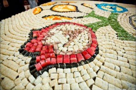 В Севастополе выложили самую большую картину из суши.