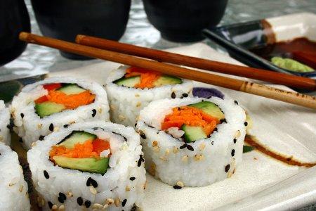 В кузбасском ТЦ готовили подозрительные суши