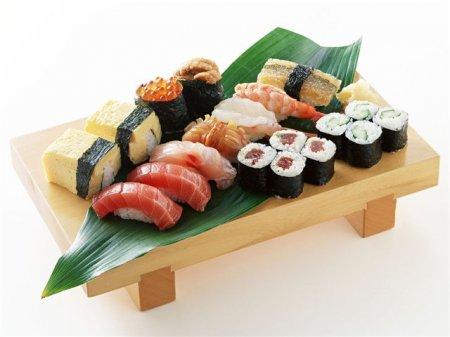 Японцы научились сохранять рыбу для суши свежей при помощи акупунктуры