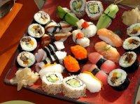 Можно ли беременным есть суши и роллы?